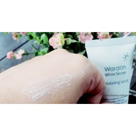 White Secret - Exfoliating Scrub